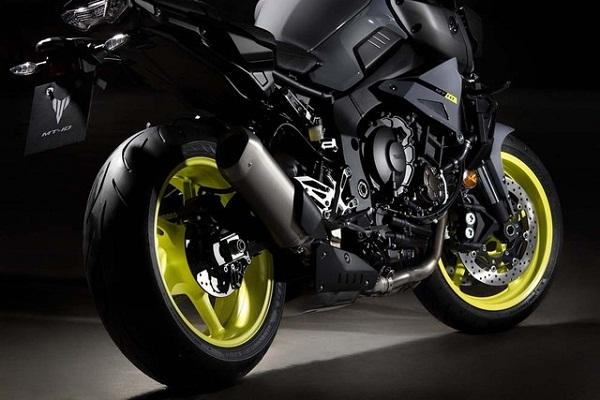 sieu-mo-to-yzfr1-ra-mat-phien-ban-naked-bike-yamaha-mt10-10