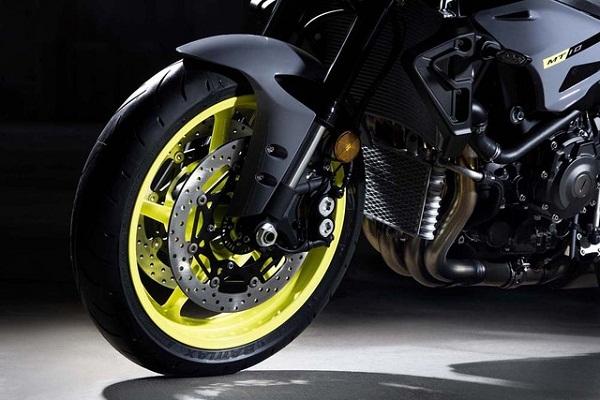 sieu-mo-to-yzfr1-ra-mat-phien-ban-naked-bike-yamaha-mt10-11