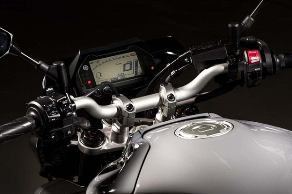 sieu-mo-to-yzfr1-ra-mat-phien-ban-naked-bike-yamaha-mt10-6